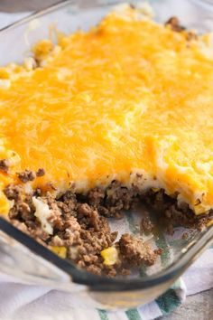 Shepherd's Pie in a casserole dish Easy Pie Recipes, Beef Recipes, Cooking Recipes, Recipies, Dinner Recipes, Best Shepherds Pie Recipe, Easy Shepherds Pie, Instant Mashed Potatoes, Hamburger Dishes