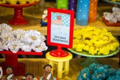 Festa Palavra Cantada | Macetes de Mãe Birthday Candles, Frame, Alice, Diy Home, Kids Part, Ideas, Play, Picture Frame, Frames