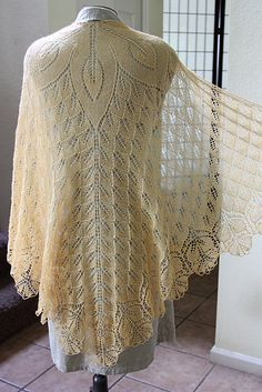 Shawl option. Like the top detail. Ravelry: Fiori di Sole pattern by Rosemary (Romi) Hill