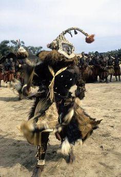 Africa |Dance of the mukyeem (aka. mukenga) mask, Muentshi, Congo (Democratic Republic) |©Eliot Elisofon. 1972