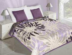 Fialovo krémový prehoz na posteľ s kvetmi
