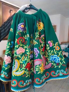 Refajo de Antonio Ferre. College Necessities, Wool Embroidery, Murcia, Small Flowers, Kimono Top, Cover Up, Gowns, Costumes, Skirts