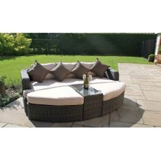 The Maze Rattan Toronto Daybed is bound to add not just a luxurious look to your garden, but also a super comfy relaxation area. Perfect for chilling out. Teak Garden Furniture, Rattan Outdoor Furniture, Sofa Furniture, Rattan Daybed, Daybeds, Garden Day Bed, Outdoor Living, Outdoor Decor, Sofa Set