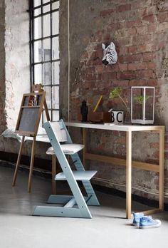 Unique adjustability of seat and footplate to ensure both back and feet support for any age. Stokke Tripp Trapp Chair