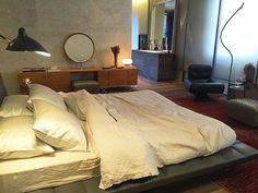 Cozy. A Casa Cor está repleta de ambientes acolhedores como essa Suíte do Casal ...da  vontade de de jogar nessa cama não é? #casacor2016 #casacorsp #olioliteam #oliolinacasacor #olioliemsp