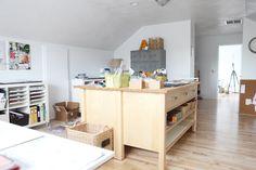 Ali Edwards new scrapbook room like the idea of 2 ikea tables put together Ikea Varde, Ikea Expedit Shelf, Craft Room Design, Craft Room Decor, Craft Rooms, Home Decor, Ikea Units, Studios, Space Crafts