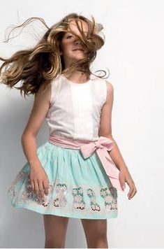 Buscando ropita online: PILAR BATANERO VERANO 2016 Outfits Niños, Kids Outfits, Young Fashion, Boy Fashion, Cute Dresses, Girls Dresses, Jupe Short, Little Fashionista, Girl Inspiration