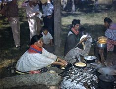 Women cooking during the annual cattle round-up: Big Cypress Reservation, Florida, January Photo by Joseph Janney Steinmetz Five Civilized Tribes, Seminole Indians, Seminole Florida, American Day, Indian Heritage, History Photos, Camping Life, Cattle, Vintage Photos