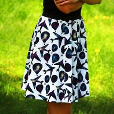 Diy Fashion, Womens Fashion, Fabric Stamping, Textiles, Sewing Projects, Sewing Patterns, Skirts, Color, Tops