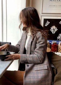 Top 10 Wardrobe Essentials Blazer & tweed & print & turtleneck & classy & style & ootd & what to wear & work outfit The post Top 10 Wardrobe Essentials appeared first on Katherine Levine. Mode Outfits, Casual Outfits, Classy Outfits, Blazer Outfits For Women, Beautiful Outfits, Dress Outfits, Ootd Classy, Ootd Chic, Uni Outfits