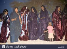 Download this stock image: Tuareg tribal dance in the Sahara near Timbuktu Mali West Africa - A3D35R from Alamy's library of millions of high resolution stock photos, illustrations and vectors.