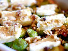 Spruitjesschotel uit de oven met spekjes, brie en walnoot