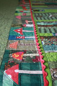 Fliegenpilz III Quilt | Flickr - Photo Sharing! I love the use of rick rack in this border!