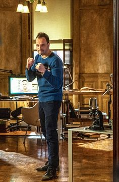 """Jonny Lee Miller as Sherlock Holmes in """"Elementary"""".... That could have been a knife!"""
