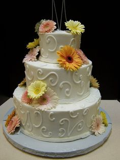 THREE TIER WITH DAISIES AND SWIRLS by Marguerites Cakes.