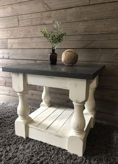 Cool 30+ Rustic Farmhouse Table Ideas To Use In The Decor #refurbishedtable Rustic Farmhouse Table, Farmhouse Chairs, Farmhouse Living Room Furniture, Farmhouse Bedroom Decor, Modern Farmhouse, Vintage Farmhouse, Country Farmhouse, Rustic End Tables, Diy End Tables