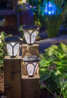 Solar Light Crafts, Diy Solar, Solar Licht, Backyard Lighting, Deck Lighting, Lighting Design, Outside Lighting Ideas, Exterior Lighting, Patio Lighting Ideas Diy