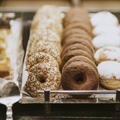 Sweeties. Frühstück täglich ab 06.30 Uhr. Kaiser, Doughnut, Desserts, Food, Chocolates, Clock, Tailgate Desserts, Deserts, Eten