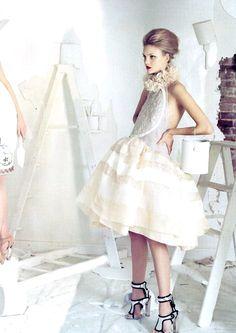 Vous avez certainement vu cette robe un peu folle la semaine dernière au défilé couture Jean Paul Gauthier. Cette petite s