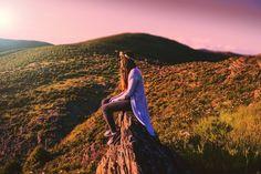 "87 aprecieri, 2 comentarii - Bianca.Teodorescu (@bianca.teodorescu) pe Instagram: ""#mountaintrip #hike #sunset #sunrays #onthetopoftheworld #instadaily #instagood #ig_spain…"" Spain, Passion, Poses, Sunset, Portrait, Photography, Instagram, Sunsets, Photograph"