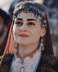 Turkish Women Beautiful, Turkish Beauty, Best Profile Pictures, Esra Bilgic, Muslim Beauty, Beautiful Series, Turkish Fashion, Turkish Actors, Stylish Girl
