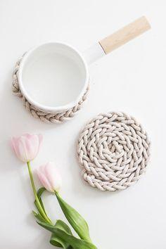 Beautiful Finger Knit Rope Trivet.  Great tutorial!