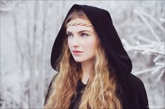 Alexandra travelling in Queen mode Female Character Inspiration, Fantasy Inspiration, Story Inspiration, Story Ideas, High Fantasy, Medieval Fantasy, Narnia, Lany, Cosplay