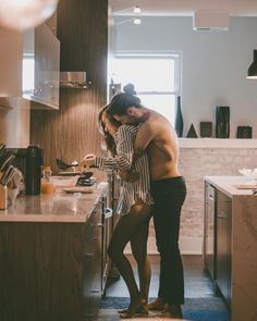 favourite morning situtaion | hug | love | couple goals | breakfast time | urban romantix | Fitz & Huxley | www.fitzandhuxley.com