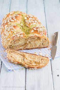 Osterzopf mit Pistazien & Zitrone Rezept / Braided Bread with pistachio & lemon // Feed me up before you go-go