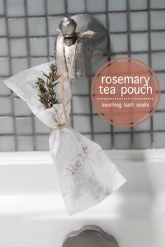 Relaxing Rosemary Tea Pouch Bath Soaks (Note To Self: I am going to experiment… Homemade Beauty, Homemade Gifts, Diy Beauty, Beauty Ideas, Bath Recipes, Soap Recipes, Rosemary Tea, Bath Soaks, Bath Tea