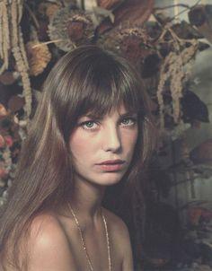 bangs Jane Birkin via Jane Aldridge Estilo Jane Birkin, Jane Birkin Style, Pretty People, Beautiful People, Hippie Man, Grunge Hair, Brigitte Bardot, Hair Inspiration, Hair Inspo