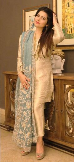 The latest dress trends for the latest new fashion trends, outfit ideas, celebrity style, designer news and runway looks. Shadi Dresses, Pakistani Formal Dresses, Pakistani Wedding Outfits, Pakistani Dress Design, Indian Outfits, Pakistani Couture, Indian Attire, Kurta Designs, Kurti Designs Party Wear