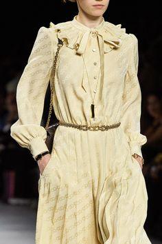 1940s Fashion, Fashion 2020, Fashion Show, Vintage Fashion, Celine, Jw Moda, Modern Outfits, Models, Vogue Paris