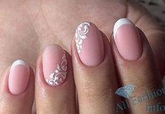 The advantage of the gel is that it allows you to enjoy your French manicure for a long time. There are four different ways to make a French manicure on gel nails. Love Nails, Pretty Nails, My Nails, French Nails, Bridal Nails French, Nail Manicure, Nail Polish, American Nails, Gel Nagel Design