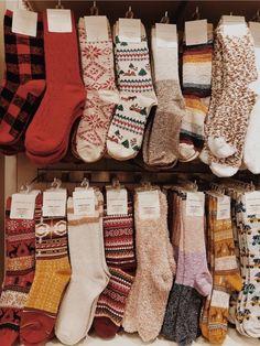 ✺tess maretz✰ ✺tess maretz✰ - ✺tess maretz✰ ✺tess maretz✰ Source by annagaydakova - Christmas Feeling, Cozy Christmas, Autumn Aesthetic, Christmas Aesthetic, Granola Girl, Moda Boho, Autumn Cozy, Cute Socks, Mode Inspiration