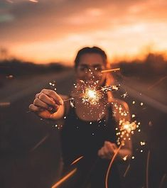 Take Pictures Like A Professional With These Photography Tips Fireworks Photography, Sparkler Photography, Girl Photography Poses, Tumblr Photography, Light Photography, Creative Photography, Photography Ideas For Teens, Photography Magazine, Drone Photography