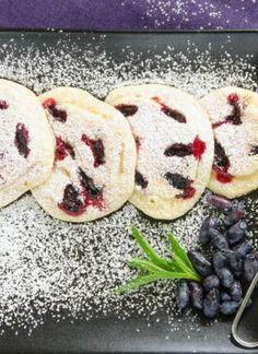 Bułeczki pszenne na jogurcie przepis   Sprawdzona Kuchnia Doughnut, Cookies, Desserts, Food, Crack Crackers, Tailgate Desserts, Deserts, Biscuits, Essen