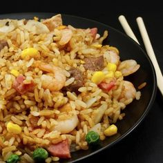 How to Make Fried Rice Like a Japanese Steakhouse's Version **Start to Finish**: 20 minutes**Servings**: 4 to Level**: IntermediateThe classic Japanese steakhouse features teppanyaki tab Rice Recipes, Asian Recipes, Cooking Recipes, Healthy Recipes, Ethnic Recipes, Simple Recipes, Japanese Fried Rice, Japanese Steakhouse, Making Fried Rice