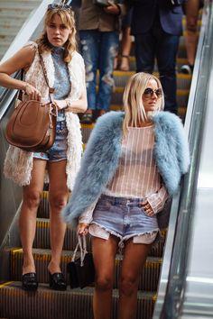 Spring 2016 wwd nyfw street style, new york fashion week street style, fa. Best Street Style, Street Style Outfits, New York Fashion Week Street Style, Nyfw Street Style, Street Chic, Street Fashion, Look Fashion, Fashion News, High Fashion