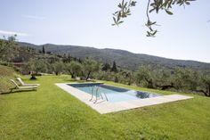 Villa Julia || Italien - Toskana || www.sonnigetoskana.ch || 2 Schlafzimmer, Pool, Klimaanlage. Nahe zum Zentrum des charmanten Städtchens Cortona, und doch inmitten von Olivenbäumen, ruhig gelegen, findet sich dieses Idyll. #tuscanyvillas #toskanavillen #italianvillas #italienvilla #Luxus #urlaub #Ferienhaus #Villa #Mieten #vacation #italien #Toskana #familienurlaub