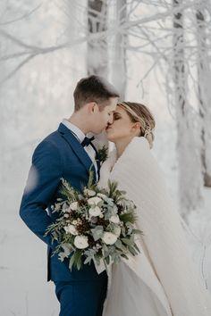 Winterhochzeit Inspiration für Hochzeit in Österreich Shit Happens, Wedding Dresses, Fashion, Bride Dresses, Moda, Bridal Gowns, Fashion Styles, Weeding Dresses