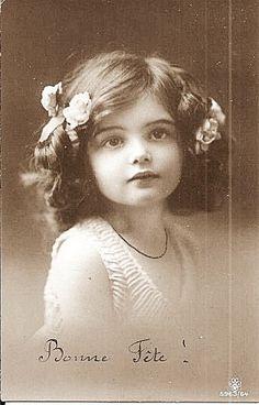 Vintage photo - a girl Éphémères Vintage, Images Vintage, Vintage Ephemera, Vintage Girls, Vintage Pictures, Vintage Beauty, Old Pictures, Vintage Postcards, Vintage Prints