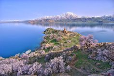 Lake Van - Always Armenia.my land,my blood.my eyes.my heart.my Martyr Armenia. Cool Places To Visit, Places To Go, Visit Turkey, Big Lake, Holy Cross, Turkey Travel, Lake District, Beautiful Landscapes, Wonders Of The World