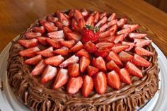 Cafe Stings sjokoladekake | Heimsyn Almond, Sweet Treats, Strawberry, Fruit, Vegetables, Food, Meal, Candy Notes, The Fruit
