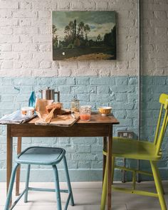 Farrow & Ball: decorating small spaces - The English Home pastell blau Decor, Modern Dining, Living Room Paint, Modern Dining Room, Decorating Small Spaces, Painted Brick Walls, Feature Wall Design, Farrow Ball, Wall Design