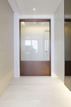 Door design ideas interiors foyers ideas for 2019 Entrance Design, House Entrance, Entrance Ideas, Glass Office Doors, Modern French Interiors, Unique Front Doors, Diy Sliding Barn Door, Wooden Door Design, Exterior Front Doors