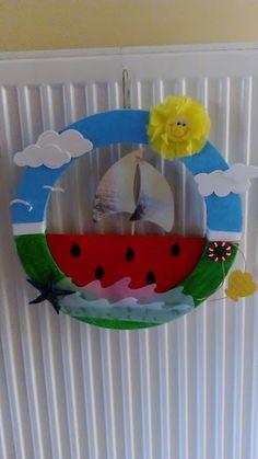 Καλοκαιρινές ιδέες για κατασκευές με τα παιδιά μας. - Kindergarten Stories Boat Crafts, Paper Roll Crafts, Diy And Crafts, Arts And Crafts, Summer Crafts For Kids, Craft Projects For Kids, Diy For Kids, Projects To Try, 3d Wall Art