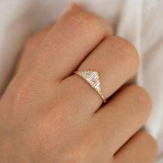 Vintage Style Verlobungsring – Art Deco Baguette Diamant Cluster Ring – ARTEMER Source by mkoppjkg Bijoux Art Deco, Art Deco Jewelry, Fine Jewelry, Silver Jewelry, Jewelry Design, Crystal Jewelry, Art Deco Ring, Leather Jewelry, Jewelry Ideas