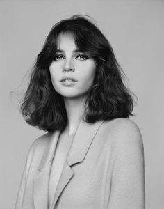 "alasdair-mclellan: "" Vogue UK February 2014 ""Meet Miss Jones"" Model/Star: Felicity Jones Stylist: Francesca Burns "" Hair Inspo, Hair Inspiration, Character Inspiration, Story Inspiration, Grunge Hair, Hairstyles With Bangs, Straight Hairstyles, Wave Hairstyles, Retro Hairstyles"