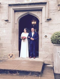 Olivia & her father ready to walk down the aisle to meet Lyall